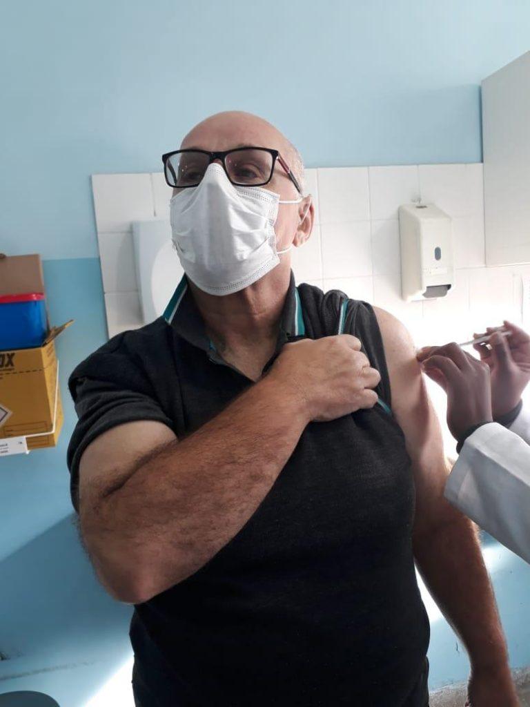 Tadeu vacinando